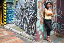 Muchacha con Graffiti