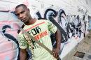 Hombre con graffiti