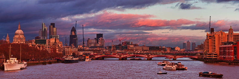 Albert Bridge at dusk in London
